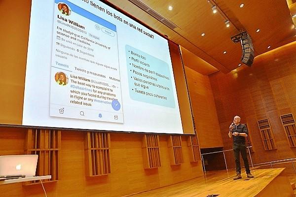 Centro Cultural de la Ciencia, Charla, Sobre genes, lenguajes y redes.