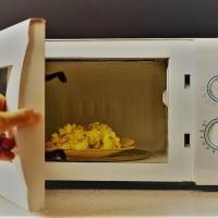 ¿Es seguro cocinar alimentos en el microondas?